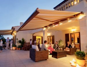 Residential retractable awning for a patio