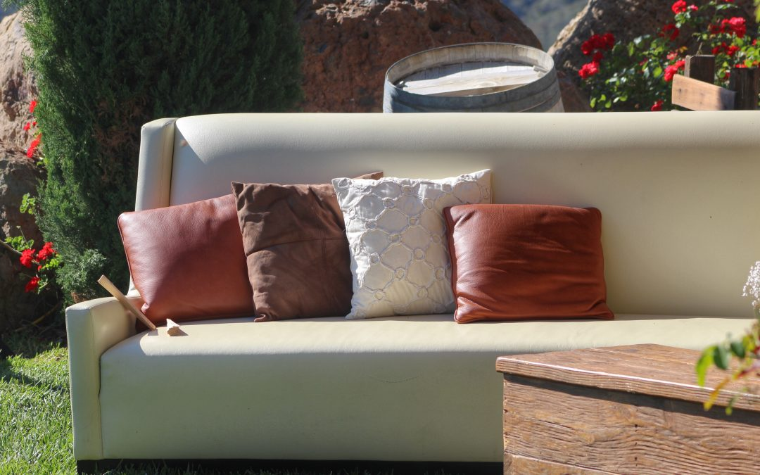 Outdoor Living Space: Caring For and Choosing Outdoor Cushions